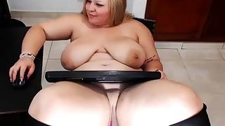 Sexy mature blonde shows how she masturbate